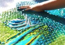 Experimentem amb pintura i plàstic de bombolles