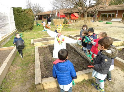 Comencem a treballar l'hort de la nostra escola.